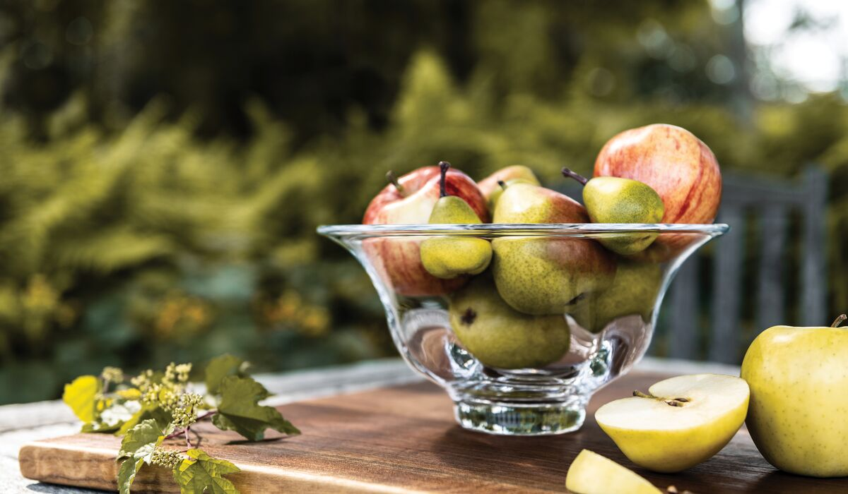 Shelburne bowl with apples