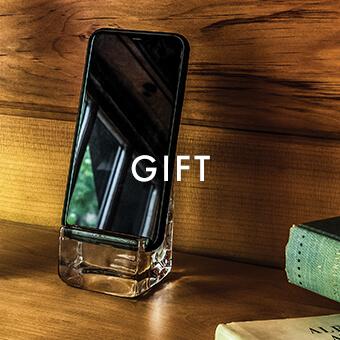 Woodbury Phone Holder > Shop Simon Pearce Gifts