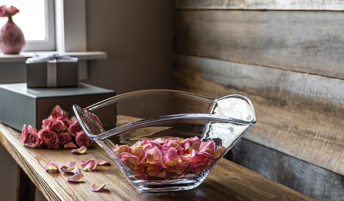 Large Woodbury Bowl With Pink Flower Petals