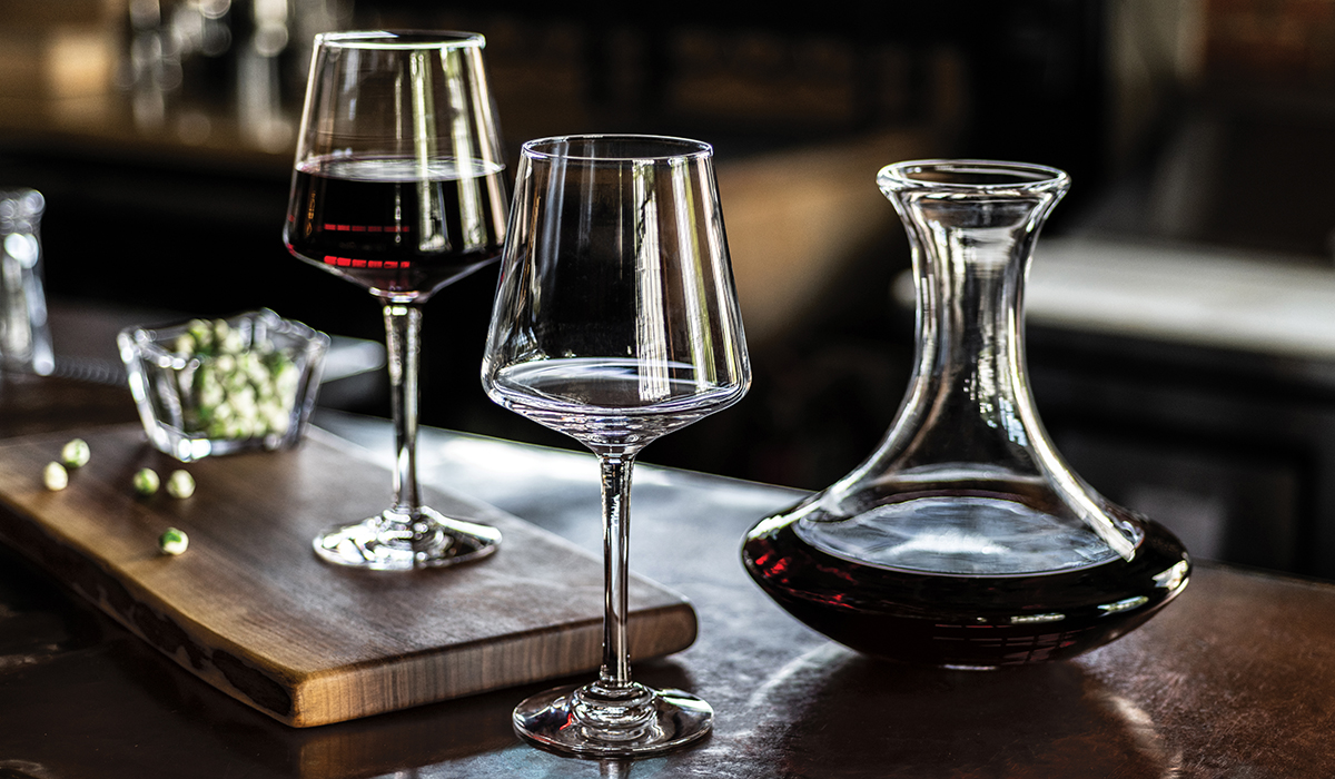 TWO VINTNER BORDEAUX GLASSES WITH MADISON WINE DECANTER